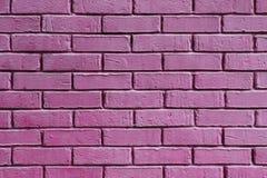 Purpury, magenta ściana z cegieł tekstura Zdjęcia Royalty Free