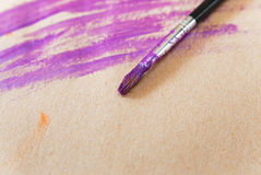 Purpury muśnięcie z odrobiną i farby Brown papier Przestrzeń dla teksta Obraz Stock