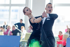 Puschin Aleksei en Makovskaya Valeriya voert Standaardprogramma jeugd-2 uit Royalty-vrije Stock Afbeeldingen