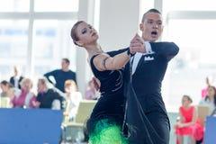 Puschin Aleksei et Makovskaya Valeriya exécutent le programme de la norme Youth-2 Images libres de droits