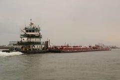 Pushboat på den Intercoastal kanalen Arkivbilder