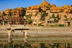Pushkarani是一个神圣的湖在亨比,印度 库存照片