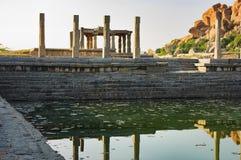 Pushkarani священное озеро в Hampi, Индии стоковая фотография