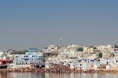 Pushkarmeer op het tijdstip van Pushkar-Kameelmarkt, Rajasthan, India Royalty-vrije Stock Foto