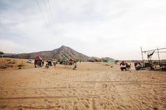 Pushkarwoestijn met kamelen en voertuigen royalty-vrije stock foto's