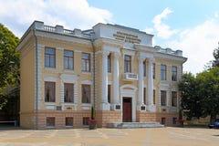 Pushkin-Bibliotheksgebäude an einem sonnigen Tag in Krasnodar Lizenzfreies Stockbild