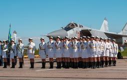 Pushkin, Rússia - 5 de junho de 2017: Uma parada solene dedicada ao 75th aniversário do 6o exército Fotos de Stock Royalty Free