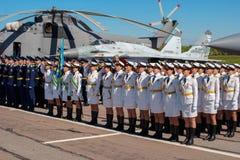Pushkin, Russie - 5 juin 2017 : Un défilé solennel consacré au soixante-quinzième anniversaire de la 6ème armée Images libres de droits