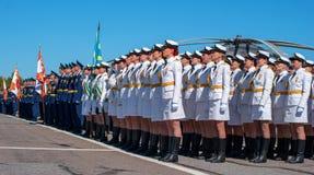 Pushkin Ryssland - Juni 5, 2017: Ett högtidligt ståtar hängivet till den 75th årsdagen av den 6th armén Royaltyfria Foton