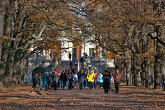 pushkin selo tsarskoye Άγιος-Πετρούπολη Ρωσία Άνθρωποι στο πάρκο της Catherine Στοκ Εικόνα