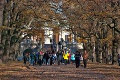 pushkin selo tsarskoye 圣彼德堡 俄国 人们在凯瑟琳公园 库存图片