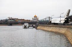Pushkinskaya (Pushkin) invallning av Moskvafloden Arkivbild