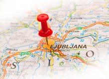 pushpin που κολλιέται χάρτης Στοκ φωτογραφίες με δικαίωμα ελεύθερης χρήσης