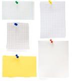 Pushpin и проверенная бумага примечания Стоковые Изображения RF