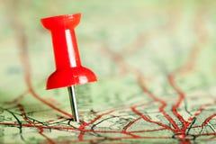 Pushpin no mapa Imagens de Stock