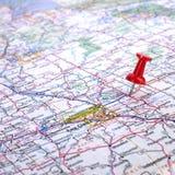 Pushpin no mapa de estrada   Imagens de Stock