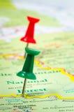 Pushpins на карте Стоковые Изображения