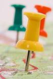 Pushpins que marcam uma rota Imagens de Stock