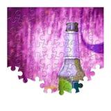 Pussel av en flaska av öl som vilar på jordningen - fri themselv Arkivbild
