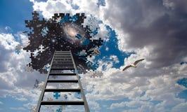 Pusselstyckhål i himmel och stege arkivfoto