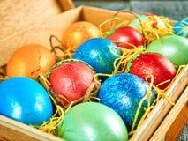 Pussy-верба пасхи и пасхальное яйцо на подлинной предпосылке карточка пасха счастливая Стоковое фото RF