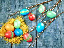 Pussy-верба пасхи и пасхальное яйцо на подлинной предпосылке карточка пасха счастливая Стоковая Фотография RF