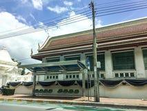 Pusta autobusowa przerwa przed świątynią Obraz Royalty Free