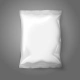 Pusta biała realistyczna foliowa przekąski paczka odizolowywająca dalej Obrazy Stock