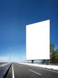 Pusta Biała puste miejsce deska, billboard lub roadsign w ulicie Zdjęcie Stock