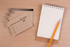 Pusta biznesowa agenda na biznesu stole Kalendarz i ołówek na drewnianym stole Fotografia Royalty Free