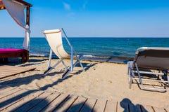 Pusta bryczka, hol na społeczeństwo plaży obrazy royalty free