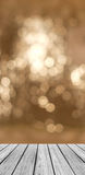 Pusta Drewniana Perspektywiczna platforma z Iskrzastym Abstrakcjonistycznym światłem białym Bokeh Okrąża tło Obraz Royalty Free
