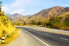 Pusta droga w górach Zdjęcia Stock