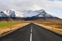 Pusta droga w wczesnej zimie Iceland Zdjęcia Royalty Free