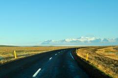 Pusta droga w wczesnej zimie Iceland obrazy royalty free