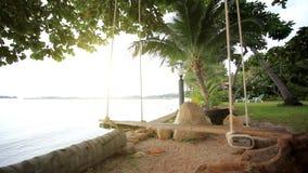 Pusta huśtawka przy zmierzch plażą Koh Samui, Tajlandia zbiory