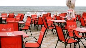 Pusta lokalna lato kawiarnia na plaży w Odessa outdoors, z metali krzesłami i stołami zdjęcie wideo