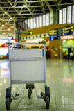 Pusta metal fura dla bagaż pozyci przy lotniskiem Fotografia Stock