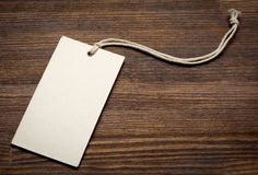 Pusta metki etykietka na drewnianym tle Obrazy Stock
