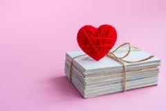 Pusta pocztówka, postcrossing, Czerwony kierowy list miłosny Fotografia Stock