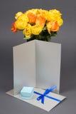 Pusta prezent karta, bukiet kwiaty i g pomarańcze i koloru żółtego Fotografia Royalty Free