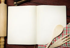 Pusta przepis książka na stole zdjęcia stock