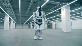 Pusta przestronna składowa jednostka z a jak cyborga odprowadzenie wzdłuż go zdjęcie wideo