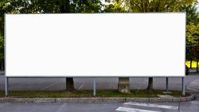 Pusta rama Na Drewnianej półce Z Dekoracyjnymi kwiatami, rocznika Wazowy Biały Pusty reklama sztandaru egzamin próbny W górę Odos obraz stock
