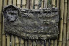 Pusta reklamowa deska z małpią twarzą zdjęcie stock