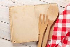 Pusta rocznika przepisu kucharstwa książka i naczynia Obraz Stock