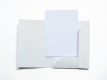 Pusta rozpieczętowana falcówka z dokumentem na bielu zdjęcie stock