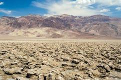 Pusta solankowa niecka diabła pole golfowe w Śmiertelnej dolinie, Calif Obrazy Stock
