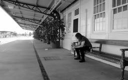 Pusta stacja kolejowa Zdjęcia Royalty Free