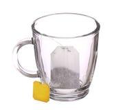 Pusta szklana filiżanka herbata z herbacianą torbą na bielu Fotografia Stock